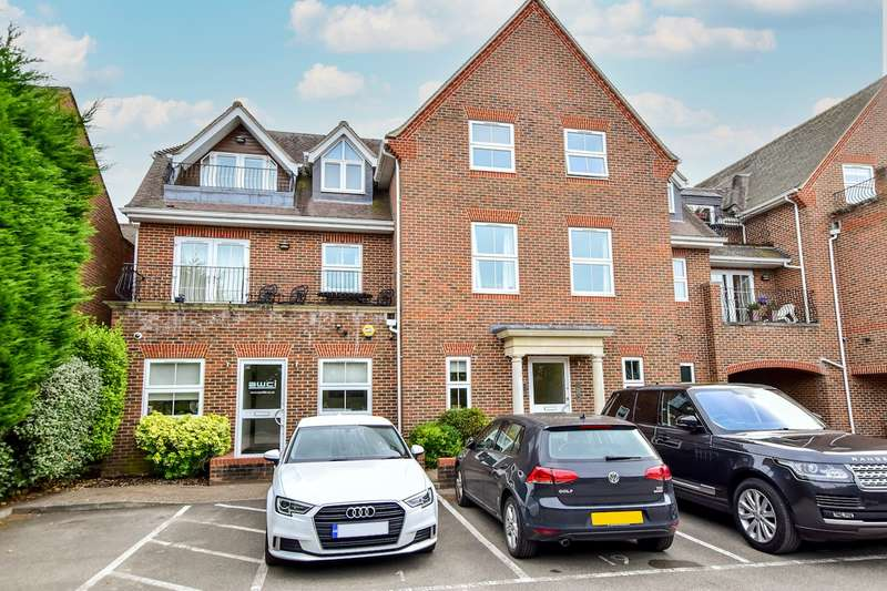 2 Bedrooms Apartment Flat for sale in The Broadway, Farnham Common, Slough, SL2
