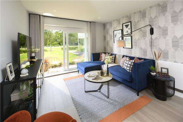 2 Bedrooms Apartment Flat for sale in Green Park Village, Reading, Berkshire