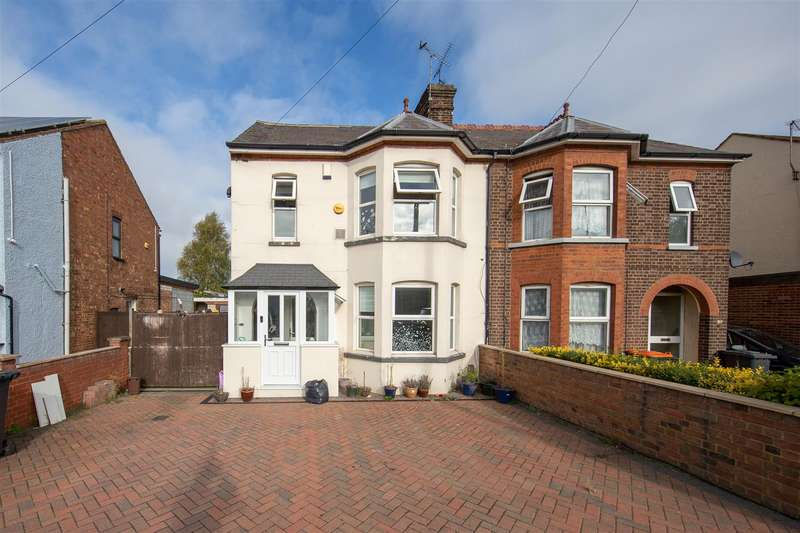 3 Bedrooms Semi Detached House for sale in Luton Road, Dunstable, Bedfordshire