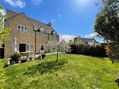 4 Bedrooms Detached House for sale in Griffiths Close, Cirencester