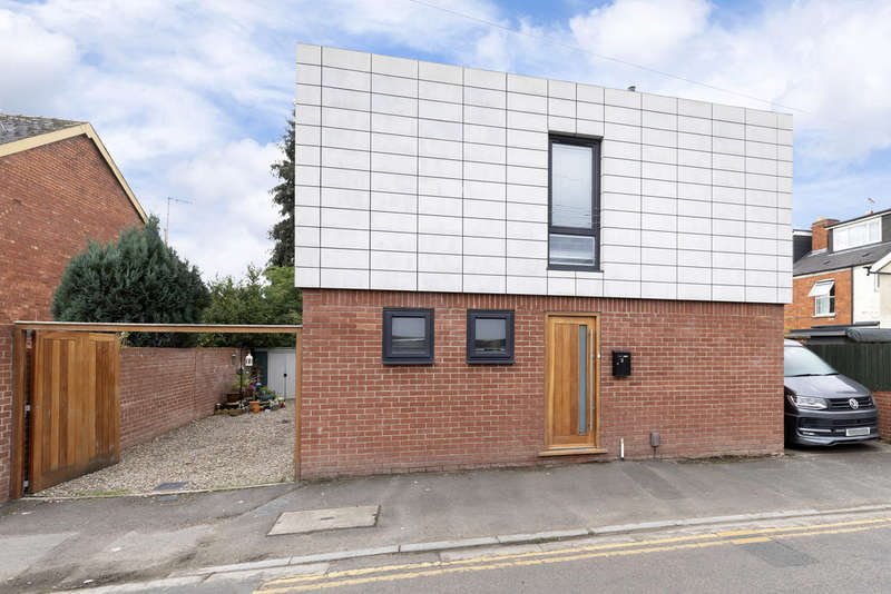 3 Bedrooms Detached House for sale in Cromwell Road, Cheltenham GL52 5DN