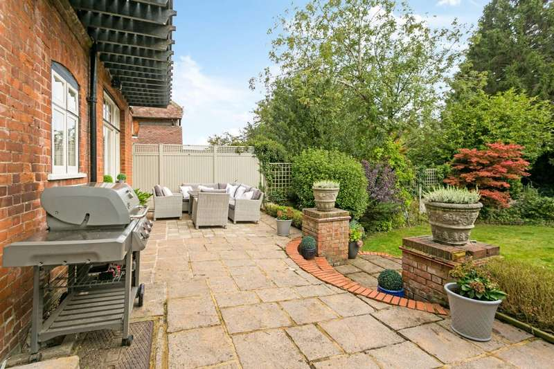 4 Bedrooms Detached House for sale in College Avenue, Maidenhead, SL6