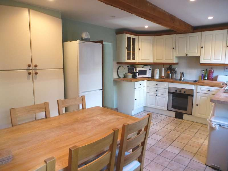 3 Bedrooms End Of Terrace House for rent in West Street, GL8