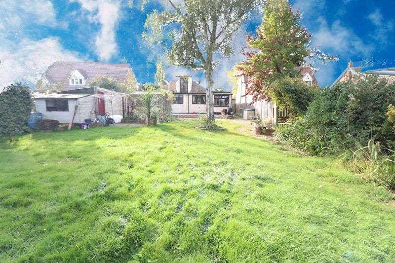 4 Bedrooms Property for sale in Point Clear Road, Clacton-On-Sea
