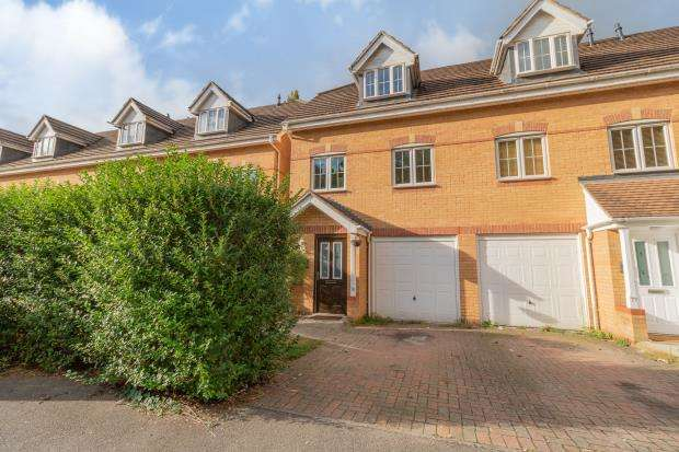 3 Bedrooms End Of Terrace House for sale in Ruskin, Henley Road, Caversham