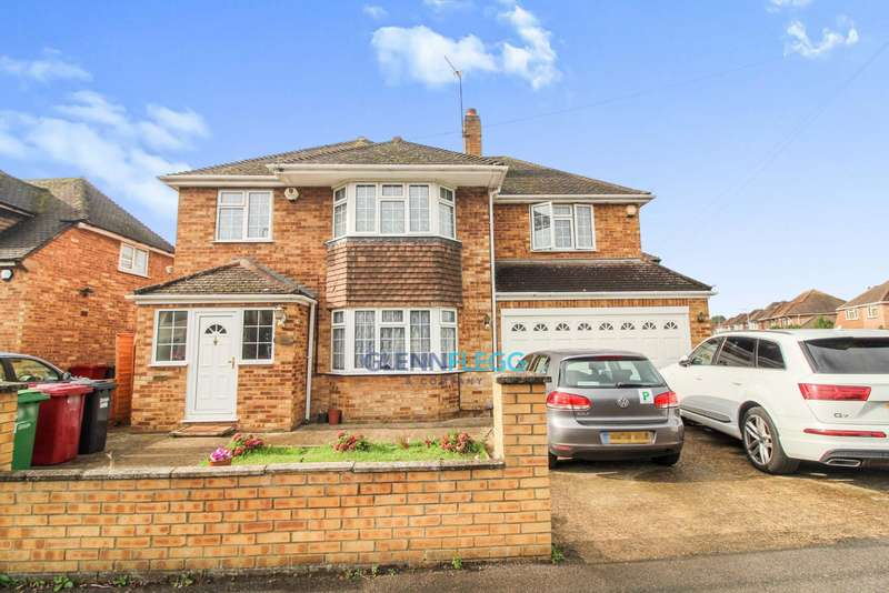 4 Bedrooms Detached House for sale in Quaves Road, Langley - Castleview Catchment