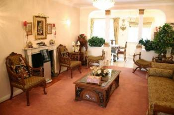 4 Bedrooms Detached House for sale in London Road, Stanmore