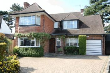 4 Bedrooms Detached House for sale in Dorset Drive, Canons Drive Estate, Edgware