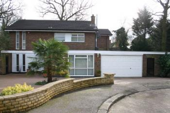 4 Bedrooms Detached House for sale in Dearne Close, Stanmore
