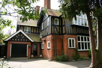 4 Bedrooms Semi Detached House for sale in Gordon Avenue, STANMORE