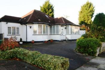 3 Bedrooms Detached Bungalow for sale in Sunbury Avenue, Mill Hill