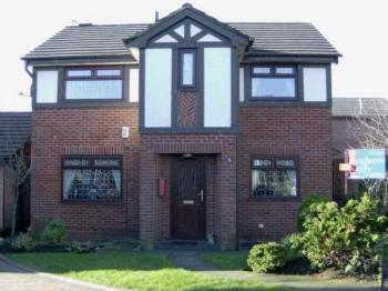 4 Bedrooms Detached House for sale in Dell Side Way, Rochdale. Fantastic family home close to Healey Dell with conservatory & external double garage