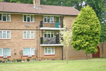 2 Bedrooms Flat for sale in TETTENHALL. Woodhouse Road North.