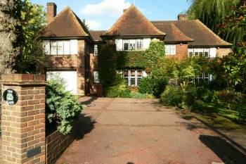 5 Bedrooms Detached House for sale in Green Lane, Stanmore