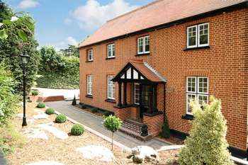 5 Bedrooms Detached House for sale in Wood Lane, Stanmore