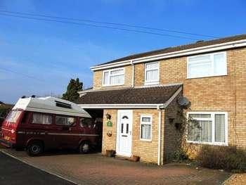 Semi Detached House for sale in 4 Bedroom Semi Detached House, Farnham Road, Rushden.