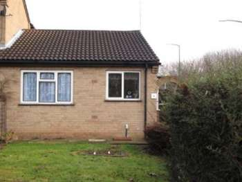 2 Bedrooms Bungalow for sale in A two bedroomed bungalow with gardens to the front and rear , off road parking and a single garage