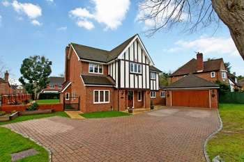 5 Bedrooms Detached House for sale in Old Church Lane, Stanmore