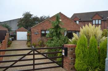 2 Bedrooms Detached Bungalow for sale in The Hawthorns, Wootton