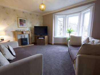 2 Bedrooms Flat for sale in Westwood Road, Thornliebank, Glasgow, G43 1DS