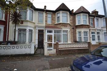 Terraced House for sale in Leasowes Road, London