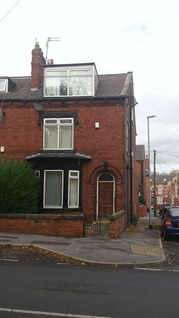 4 Bedrooms Terraced House for sale in Town Street, Armley, Leeds