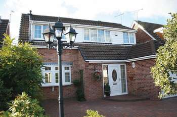 4 Bedrooms Detached House for sale in Warren Drive, Linton, Swadlincote