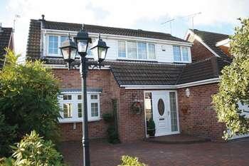 4 Bedrooms Detached House for sale in Warren Drive, Linton, Swadlincote