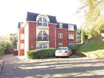2 Bedrooms Flat for sale in Fairways Court, Kidderminster DY10 3HN