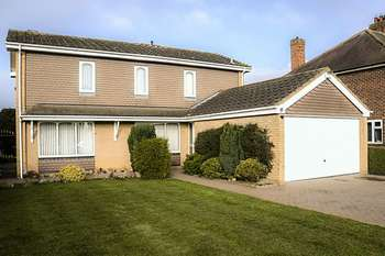 4 Bedrooms Detached House for sale in Bigby High Road, Brigg