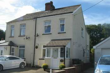 2 Bedrooms Cottage House for sale in Holly Tree Cottage, 47A Wern Rd, Sebastopol, Pontypool, NP4
