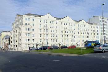 2 Bedrooms Flat for sale in Wilmington Square, Eastbourne