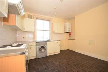 2 Bedrooms Flat for sale in Princes Street, Gravesend, Kent
