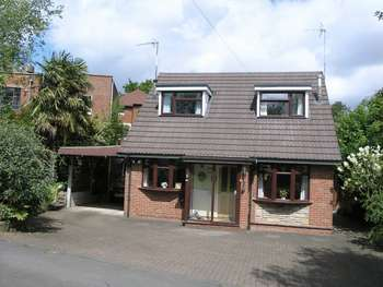 2 Bedrooms Property for sale in Flavells Lane, Lower Gornal, Dudley, West Midlands, DY3 2RU