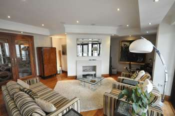 2 Bedrooms Flat for sale in Charters Road, Ascot