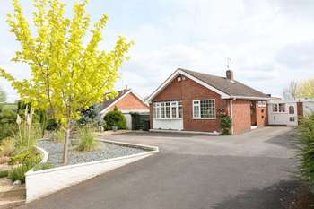 2 Bedrooms Detached Bungalow for sale in Hampstall Lane Astley Burf DY13 0RY