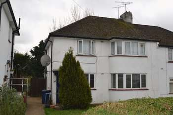 2 Bedrooms Flat for sale in Westmere Drive, London NW7