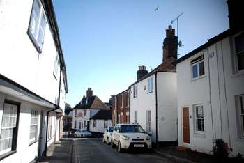 2 Bedrooms Semi Detached House for sale in Tanners Street, Faversham