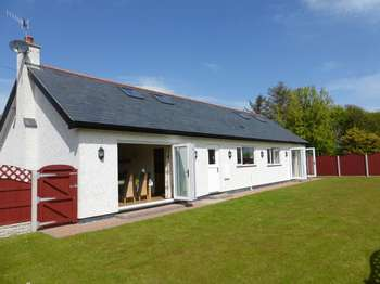 3 Bedrooms Detached Bungalow for sale in Cemaes Bay