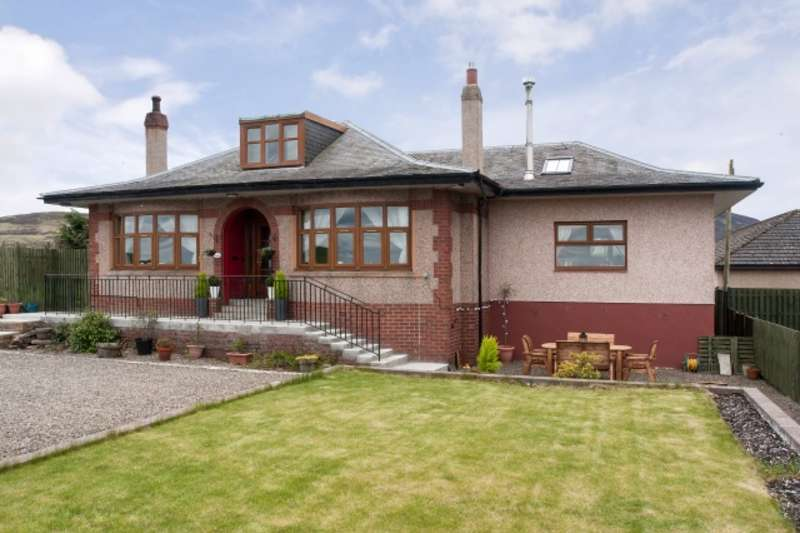 4 Bedrooms Detached House for sale in Carlisle Road, Thankerton, Lanarkshire, ML12 6PD
