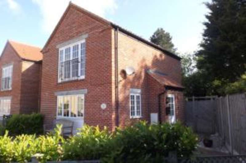 3 Bedrooms Link Detached House for sale in The Staithe, Stalham, Norwich