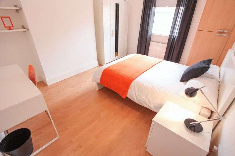 4 Bedrooms Property for rent in Esher Road, Liverpool (Academic Year 2017-18)