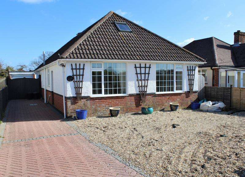 4 Bedrooms Detached House for sale in Molyneaux Road, NEW MILTON, BH25