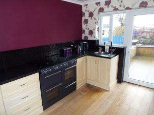 3 Bedrooms Semi Detached House for sale in Hartshead Avenue, Ashton-under-Lyne, Greater Manchester