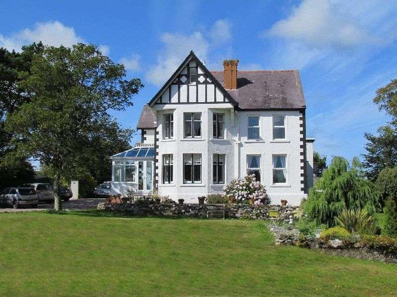 13 Bedrooms Detached House for sale in Bull Bay, Amlwch