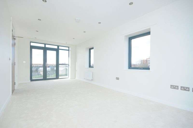 2 Bedrooms Flat for sale in Bowmans Close, W13