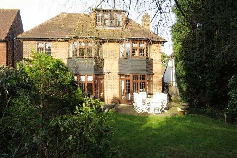 5 Bedrooms Detached House for sale in Bentley Way, Stanmore