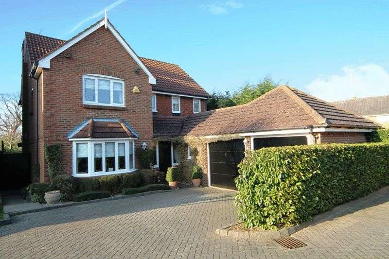 4 Bedrooms Detached House for sale in Markham Close, Borehamwood
