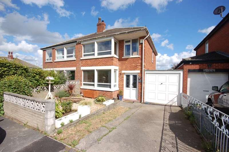 3 Bedrooms Semi Detached House for sale in Hillside Avenue, Kirkham