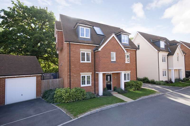 5 Bedrooms Detached House for sale in Field Close, Horley, RH6
